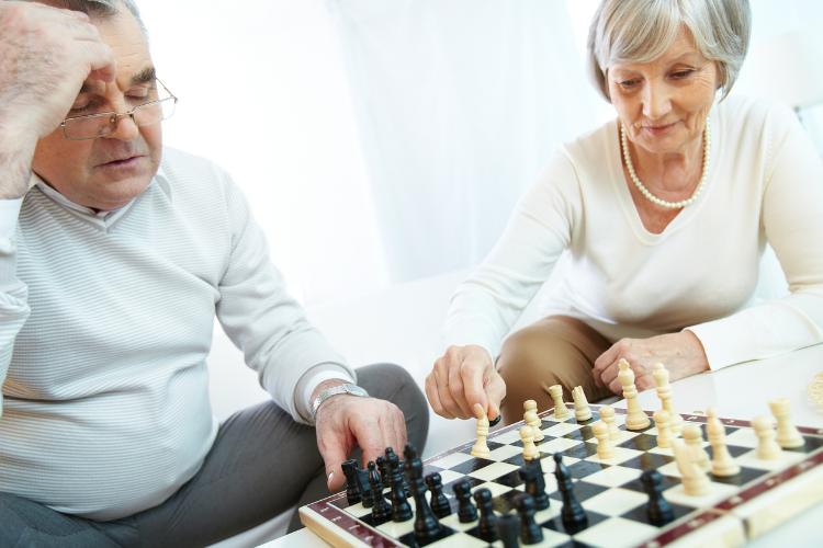 joueur d'échecs senior
